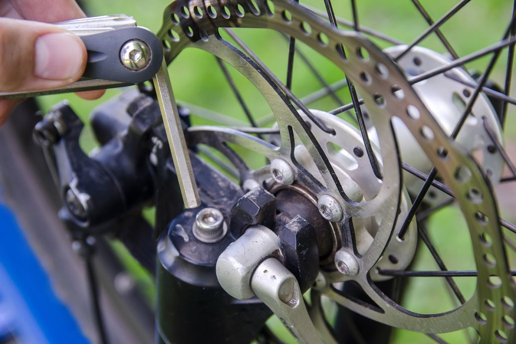 电动三轮车脚刹的原理是什么_电动三轮车手刹线接图
