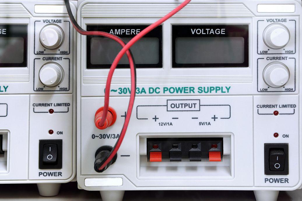 如何用数字万用表测量直流电流图片