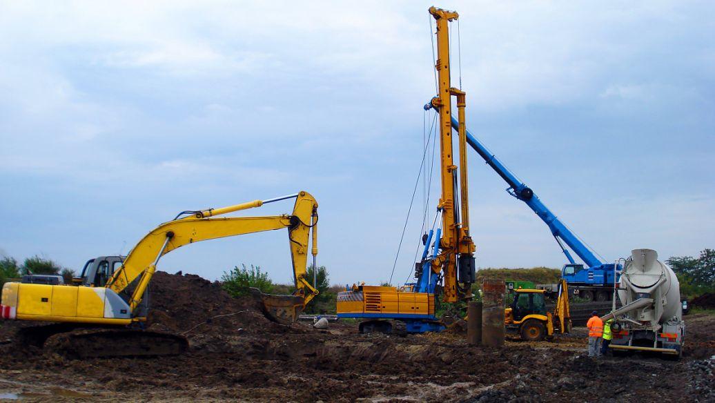 培训打桩机学校挖机液压打桩机的四个标准操作步骤
